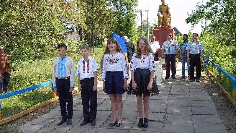 Виступ учнів біля пам'ятника 09 05 2018 р