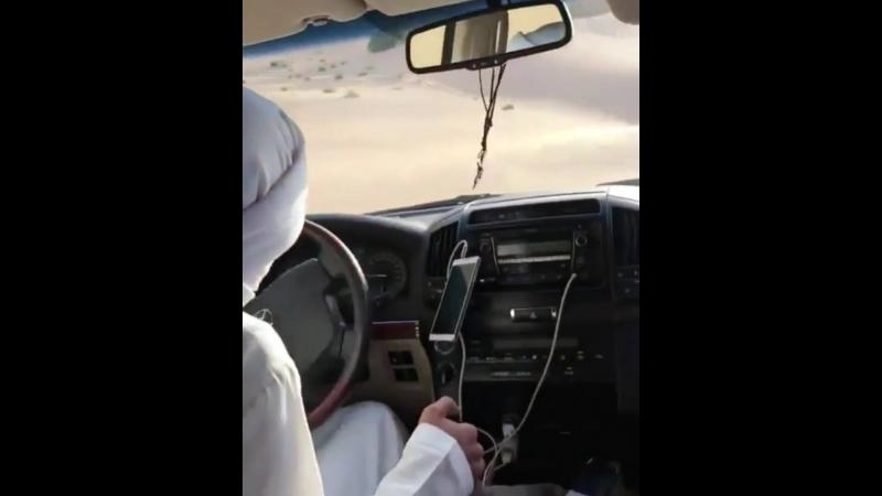 Русским впервые показывают как дрифтуют арабы в пустыне Абу-Даби
