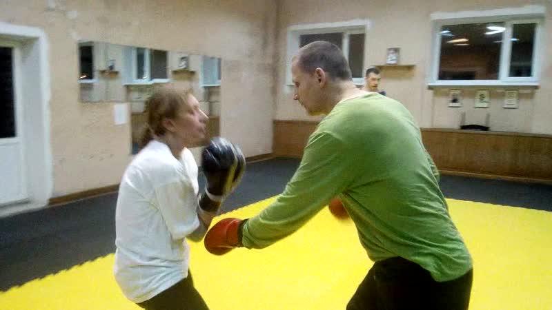 Наташа и Валера делают жесткие блоки от ударов руками