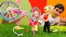 Barbie ile oyuncak videoları. Ken bisikleti tamir ediyor