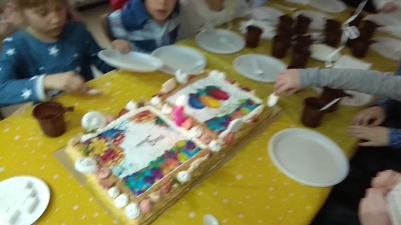 Вынос торта в день рождения клуба