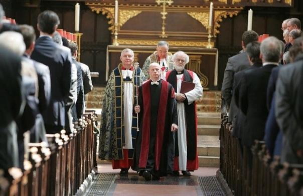 Разница между англиканской и католической церковью Христианство, единое в первые века нашей эры, впоследствии разделилось на огромное количество разнообразнейших течений. Наиболее драматичными