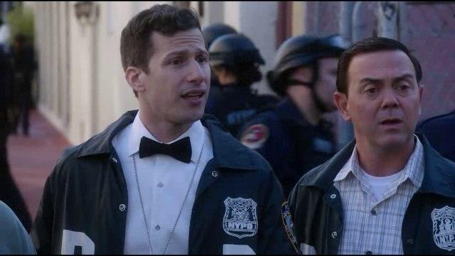 Бруклин 9-9 / Brooklyn Nine-Nine / 5 сезон 22 серия / комедия, криминал