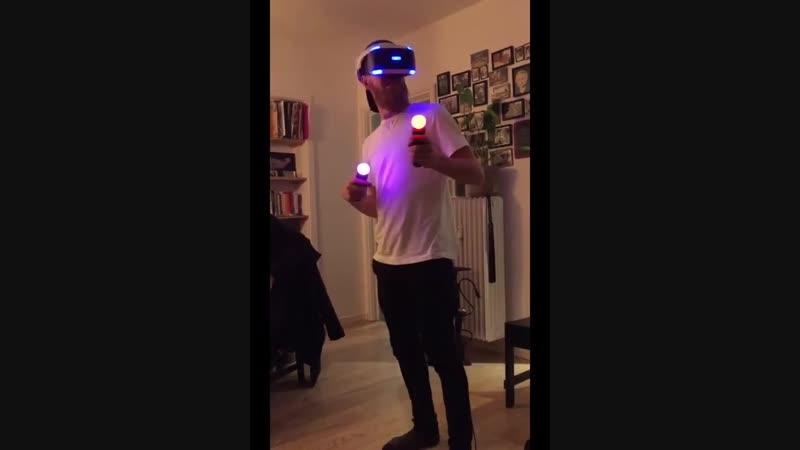 Реакция на хоррор в шлеме виртуальной реальности VR Horror