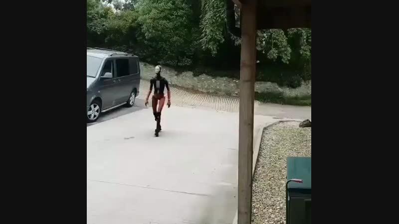 Робот с походкой как у человека