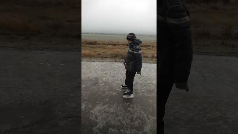 Ледяной дождь.Дорога каток. На коньках в школу.