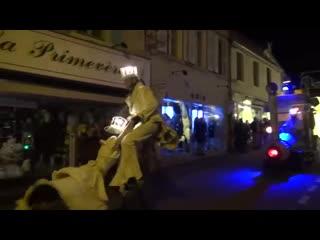 Parade de noël à corbigny - cie remue menage gueule dours - 4_12_16