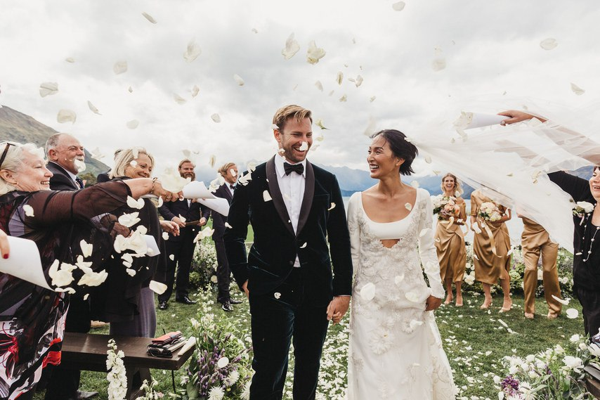 BmAJy3LD8Uw - 100 крутющих композиций для церемонии, танцев, пауз – составляем свадебный плейлист