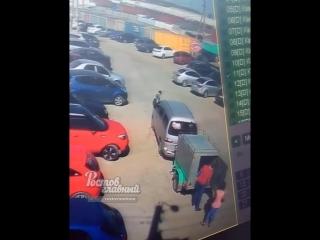 Парень украл из машины два кошелька 3.5.2018 Ростов-на-Дону Главный