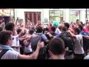 Аргентинские фанаты поют «Катюшу» на улицах Москвы