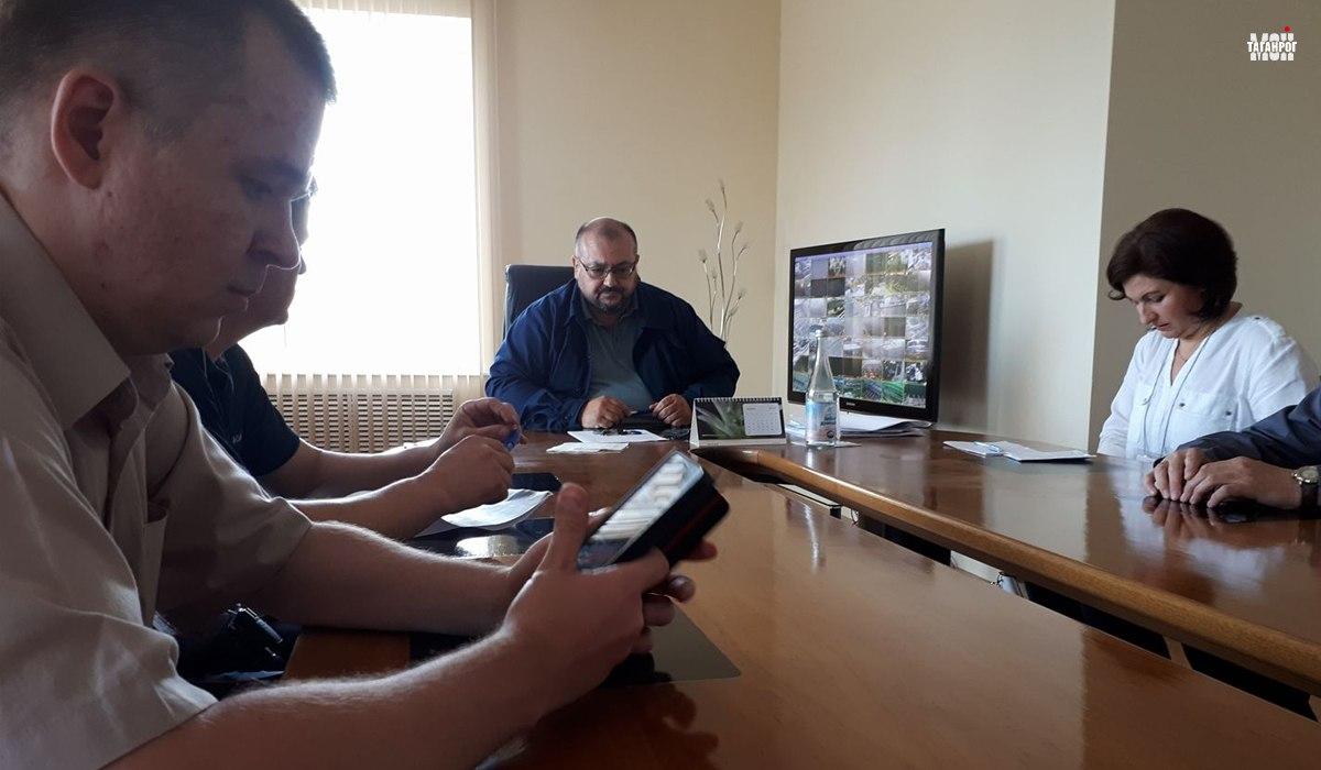 На фото Сергей Иванович Билан и общественники, участвовавшие в переговорах.