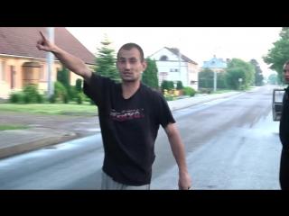 На украинских журналистов напал поляк с криками