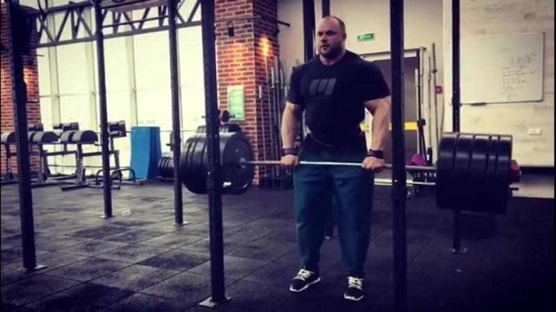 Сергей Кулаев. Тяга к поясу 200 кг.