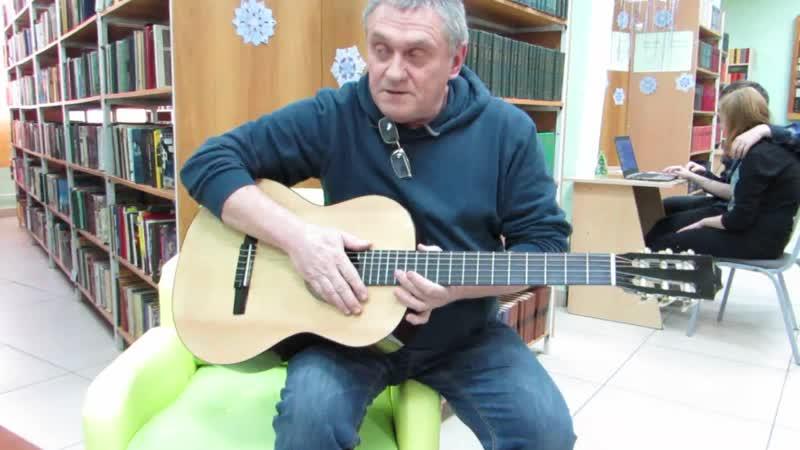 Настраиваем гитару в отделе художественной литературы библиотеки ОмГТУ