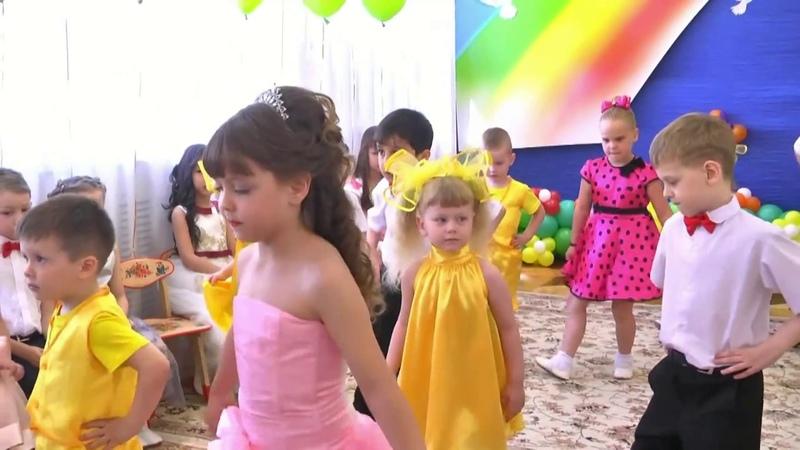 Танец выпускников с малышами Звонкий каблучок (гр.№2 МБДОУ №68 Морячок г.Астрахани)