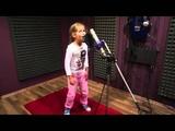 Маленькая девочка поет под Drum and Bass классно!!! Самая талантливая девочка!