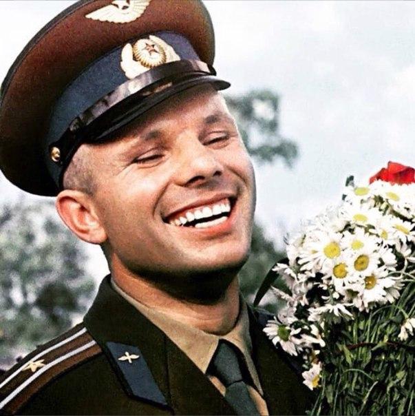 Сегодня в России отмечают День космонавтики: 57 лет назад был совершен первый полет человека в космос. Мечту землян советский космонавт Юрий Гагарин. 12 апреля 1961 году корабль «Восток» доставил его на орбиту Земли. Его полёт продлился 108 минут✊