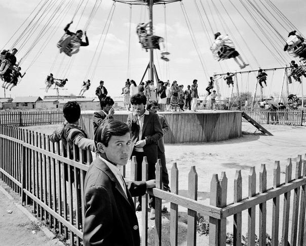 «Хомо советикус» фотопроект Карла Де Кейзера Бельгийский фотограф-документалист сделал эти фотографии в конце 1980-х годов, путешествуя по советским городам. Карл Де Кейзер (Carl De eyzer)