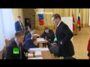 Дядя Дима голосует сердечком и крестиком