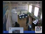 Камеры зафиксировали вброс на избирательном участке в Приморском крае.