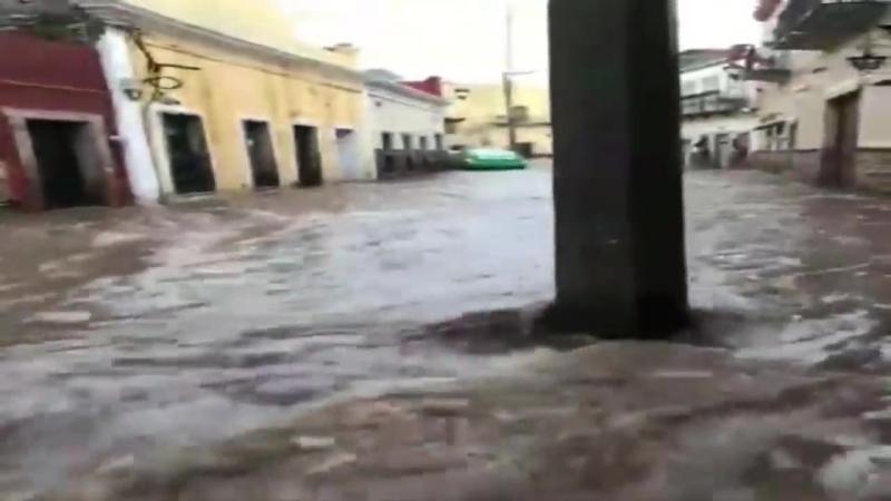 Guanajuato bajo el agua, se desborda la presa de La Olla