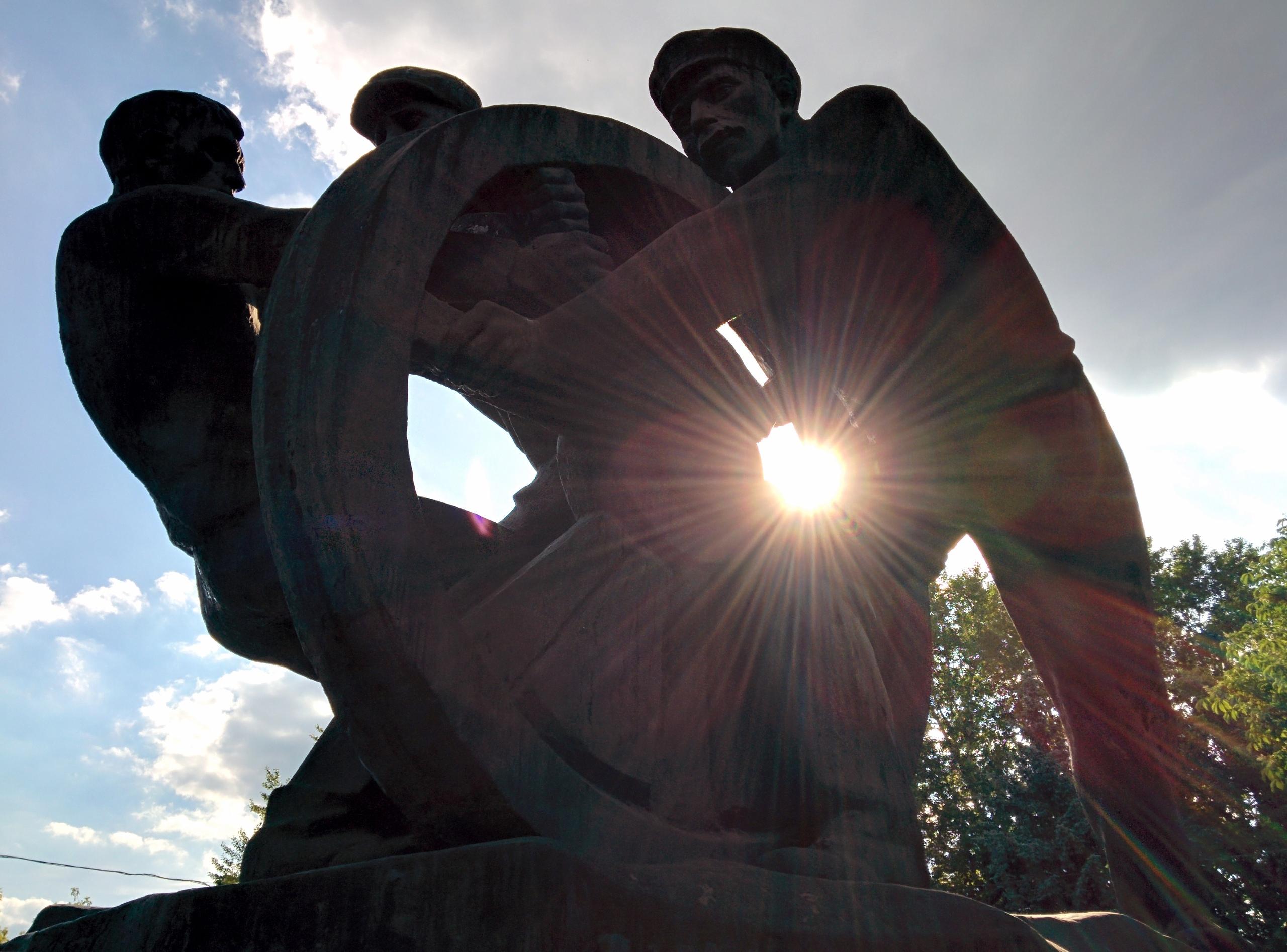 А вы знали, что в Москве есть памятник Субботнику?!