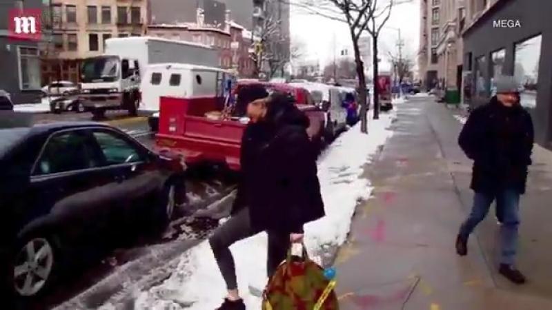 Vídeo da Karlie nas ruas de Nova York hoje, 22 de março. httpst.co9xET5ySYpo