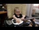 Орион учится играть на басу