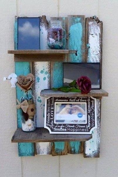 Идеи для творчества и декора дома. Настенные полочные инсталляции, декорированные под стили «грубый винтаж» и рустик.