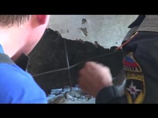 Омские пожарные спасли застрявшего щенка 26