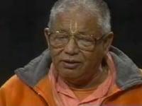 Srila B.S. Govinda Maharaj cantando en canal de TV en California