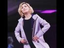 Джоди Уиттакер на подиуме Her Universe SDCC 2018