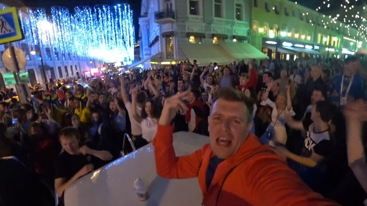 Организовали 😱 несанкционированную вечеринку в самом центре Москвы