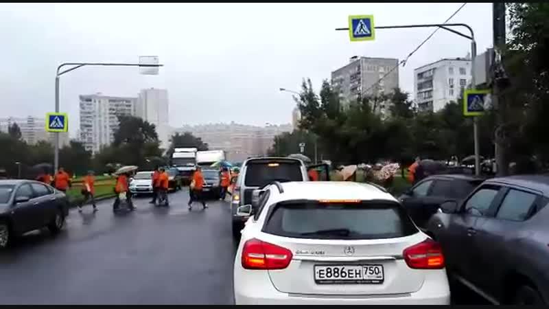 Обманутые дольщики ЖК Царицыно перекрыли Бирюлевскую улицу