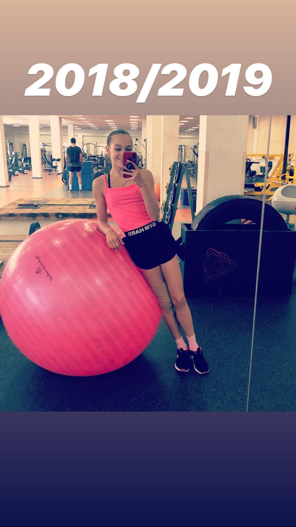 Розовый мяч Новогорска & Индивидуальный чемодан фигуриста - Страница 4 FSJ8Li_eotY
