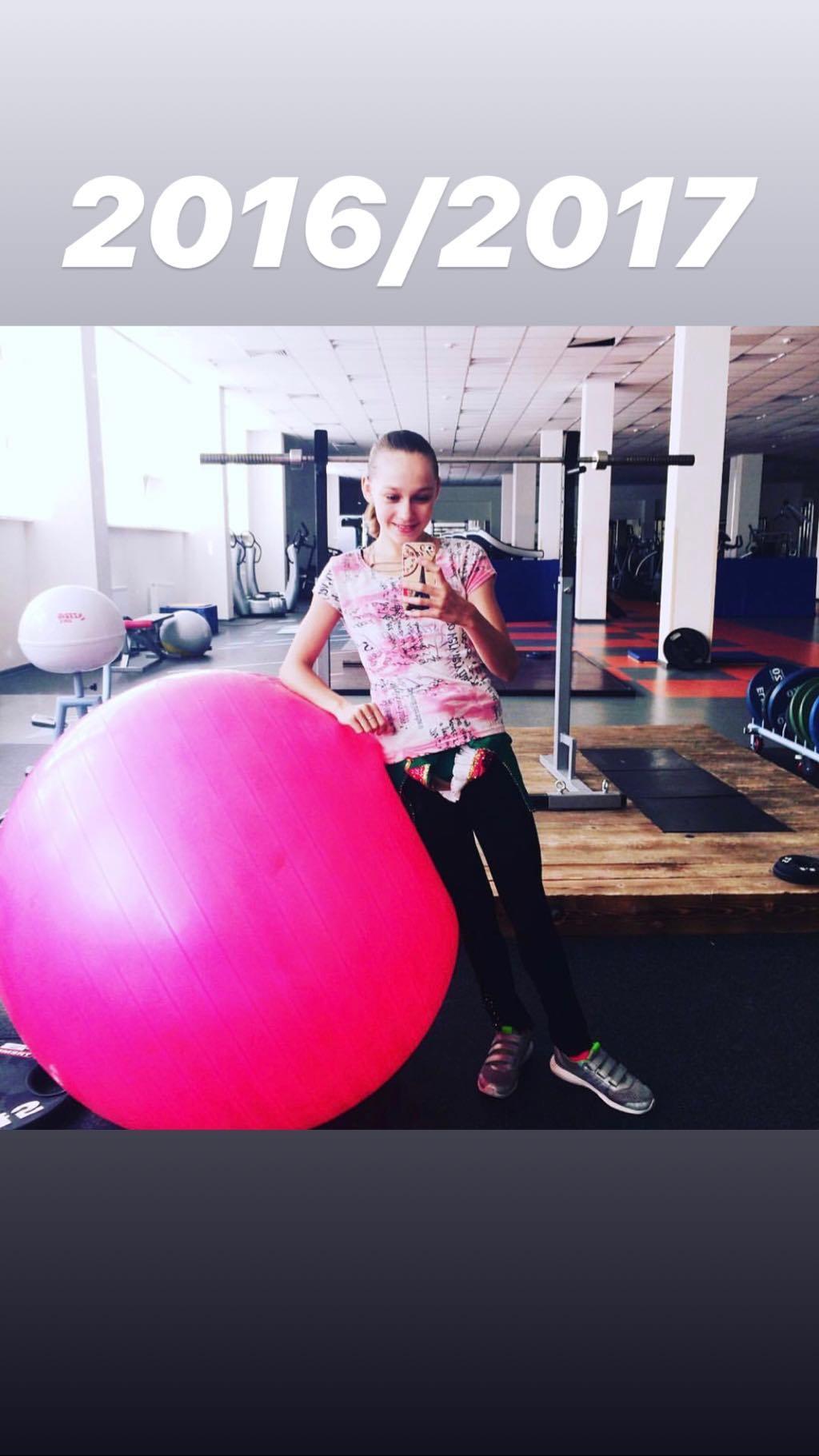 Розовый мяч Новогорска & Индивидуальный чемодан фигуриста - Страница 4 PAy57ud9pNQ