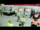 Madrid Ein afrikanischer Migrant verprügelt einen Fahrscheinkontrolleur und eine junge Frau die ihm zu Hilfe kommen will