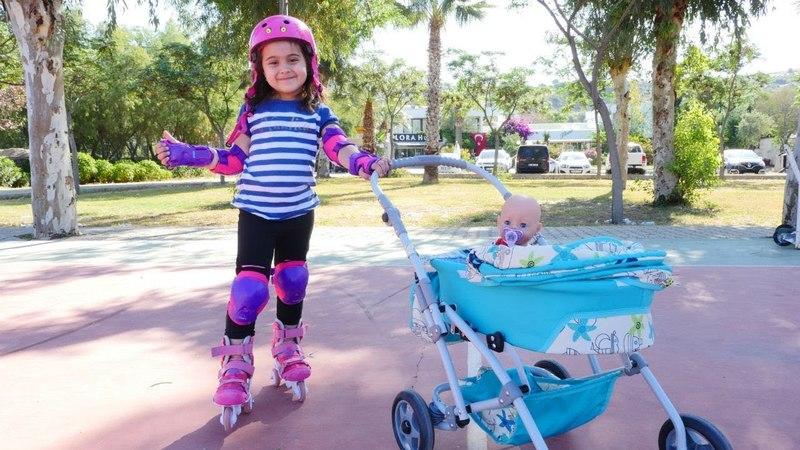 Oyuncak bebek ile patenle kayalım | Maşanın oyuncakları