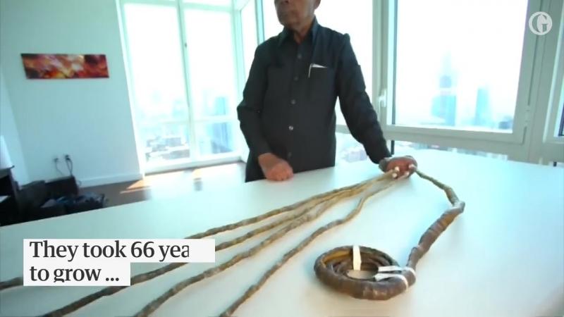 Индус отрезал ногти длиной 9 м, которые отращивал 66 лет