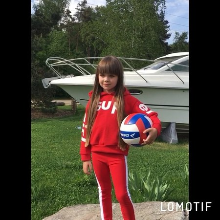 """Anna Knyazeva on Instagram: """"Сегодня мы снимались для новой летней коллекции детского бренда @iamspecial.ru👗 Это просто бомба 💣 Покажу вам немного..."""