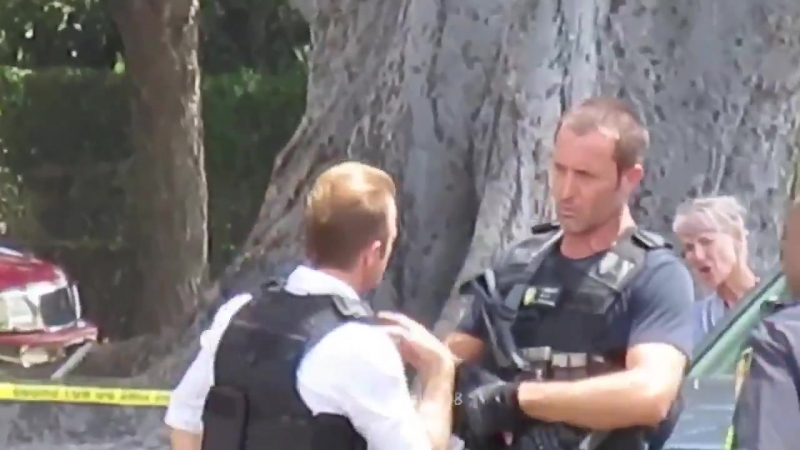 Alex O'Loughlin and Scott Caan on set filmed at Paki Ave h50