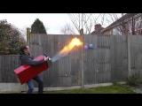 Парень сделал самую большую работающую зажигалку в мире