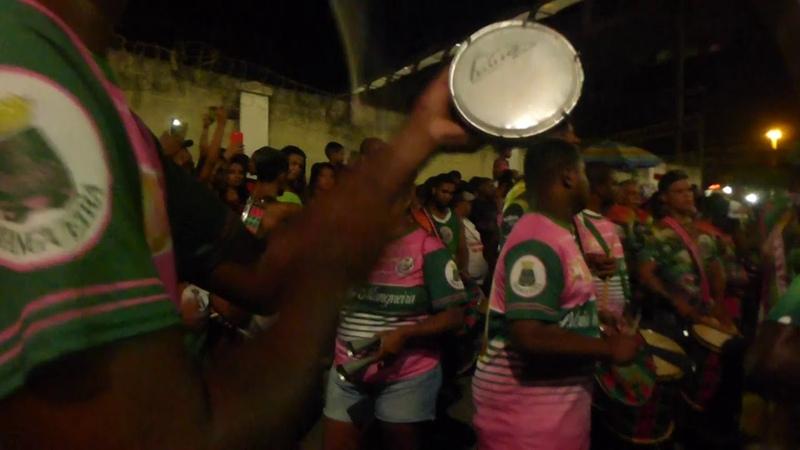 Mangueira carnaval 2019 bateria fechando o ensaio de rua