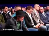 Александр Усик на поединке Дениса Беринчика