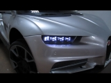Серебристый электромобиль BUGATTI