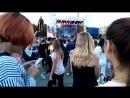 Девочки на концерте в Донецке. На сцене - Парк Горького.
