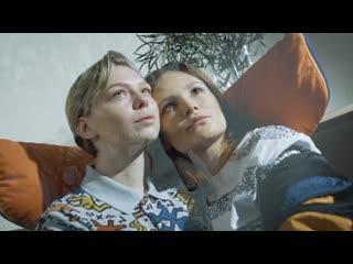 Даша Чаруша и Таисия Вилкова в образах из коллекции Lacoste X Keith Haring