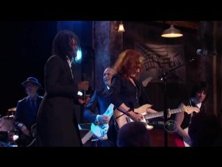 "Bonnie Raitt, Tracy Chapman, Jeff Beck and Beth Hart - _""Sweet Home Chicago_""  (2012)"