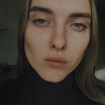 Оля Максимова