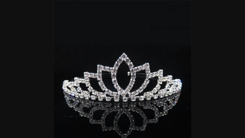 Store product AINAMEISI Princess Crystal Tiaras and Crowns Headband Kid Girls Love Bridal Prom Crown